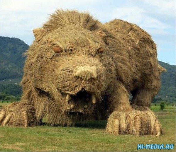 Японский фестиваль гигантских скульптур из рисовой соломы